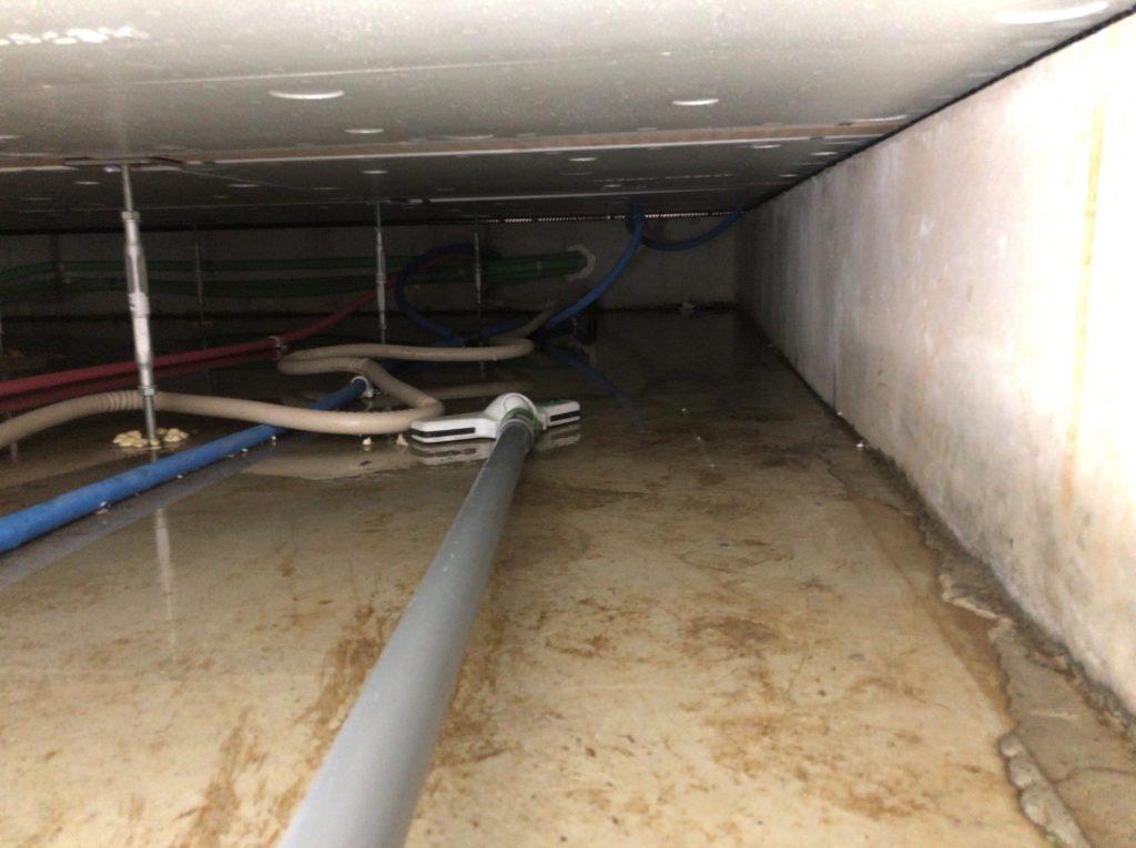一戸建て床下排水作業